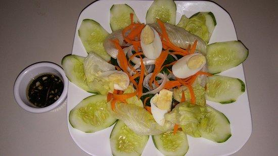 Hangover Resto Bar: garden salad