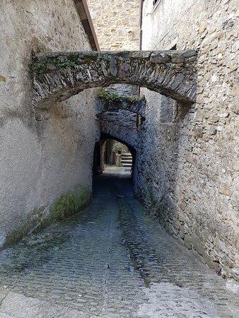 Licciana Nardi, Italy: ancora archi