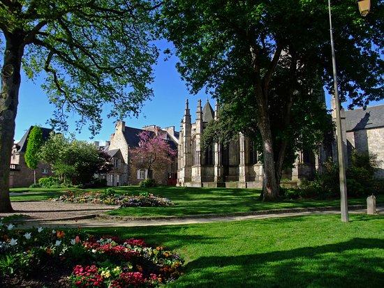 Jardin Anglais And St Sauveur Picture Of Centre Historique Dinan