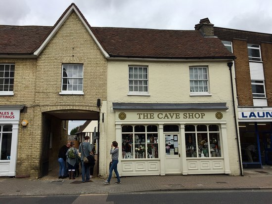 Ройстон, UK: The cave shop in Royston