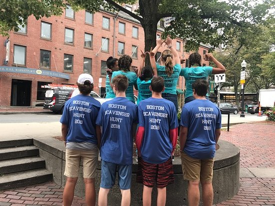 Cashunt Boston - Private Games: fun t-shirts helped identify us to strangers as crazy scavenger hunters