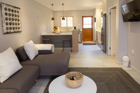 Lily One Bedroom Apartment Open Plan Kitchen And Lounge Picture Of Lauradale Accommodation Vlottenburg Tripadvisor