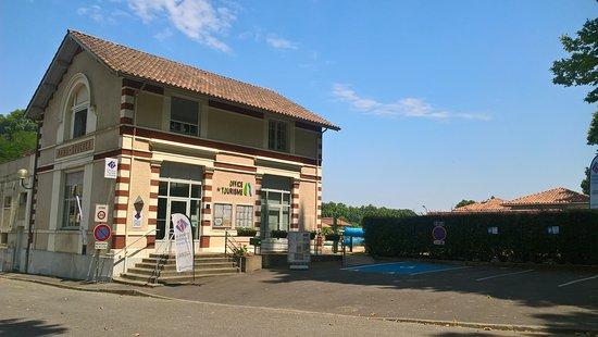 Office de Tourisme du Pays d'Orthe et Arrigans à Peyrehorade en bordure des Gaves Réunis.