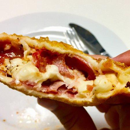 Bardolino Hembacher-Stüberl: Frittierte Pizza - echt lecker.