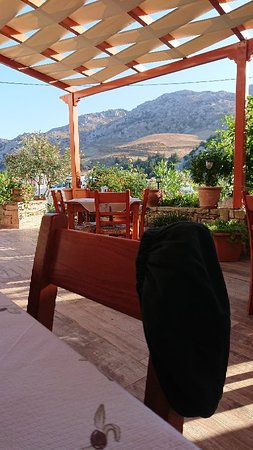 Kanevos, Greece: The mountain view from the lovely patio