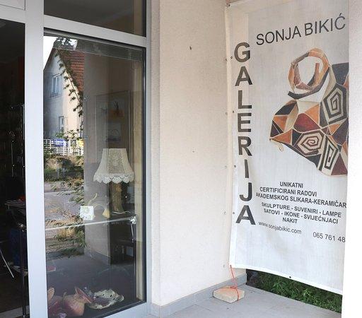 Banja Luka, Bosnia and Herzegovina: Izložbeno prodajna galerija umjetnina akademske sliarke keramičarke Sonje Bikić