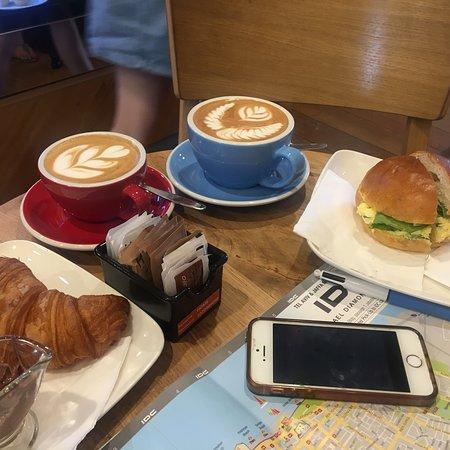 Excellents cappuccinos et espressos