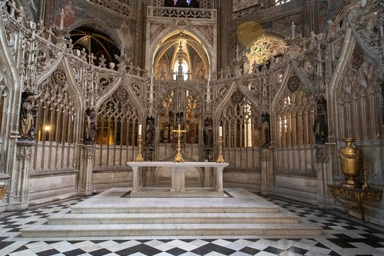 Cathedrale Saint Pierre et son Cloître