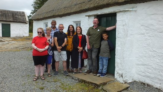 County Leitrim, Irlanda: Descendants of Sean Mac Diarmada on tour