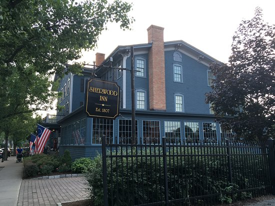 Sherwood Inn: Quaint, historic 200-year old Inn on the Lake