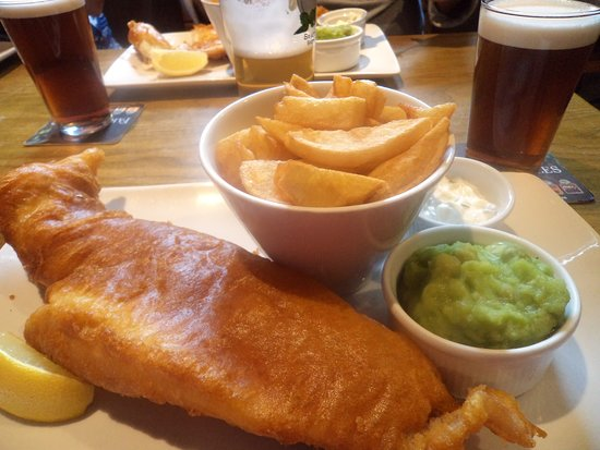 The Wortley Arms: Fish & chips well presented.