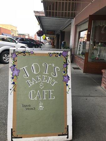 Sedro Woolley, WA: Cute sign outside on the sidewalk.