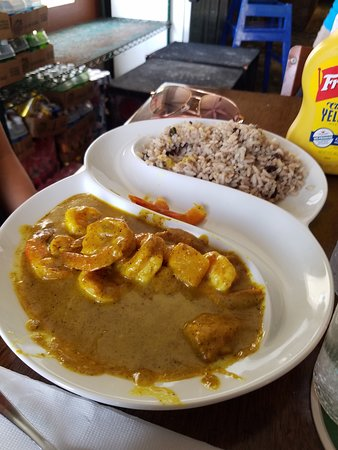 Blue Bittch Bar: Shrimp curry so good, you want to lick the plate!