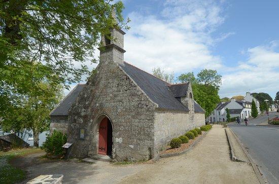 Sainte-Marine, France: la chiesa da fuori