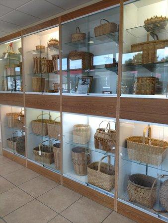 Cobblestone Inn and Suites Marquette, IA/Prairie Du Chien: Lobby entrance, basket display