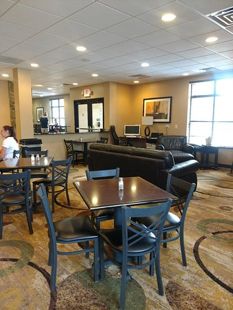 Cobblestone Inn and Suites Marquette, IA/Prairie Du Chien: Breakfast area