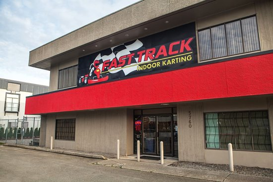 Langley City, Canadá: Exterior of Fast Track Karting Langley Location