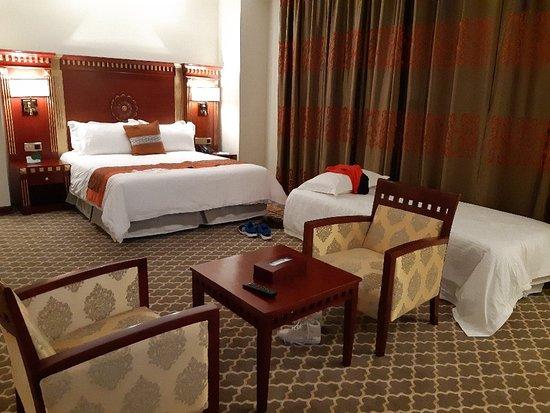 Now Shahr, Iran: Photos of our room in kourosh hotel kish