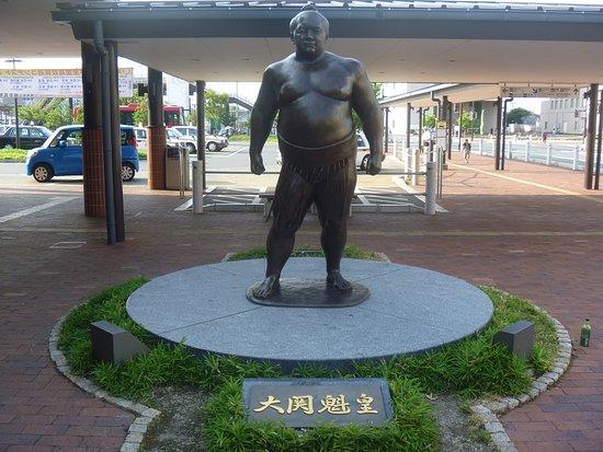 Ozeki Kaio Statue