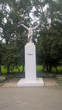 Yuzhno-Sakhalinsk, Russland: Центральная скульптура парка