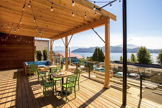 Gibsons, Canada: Incredibly spacious deck