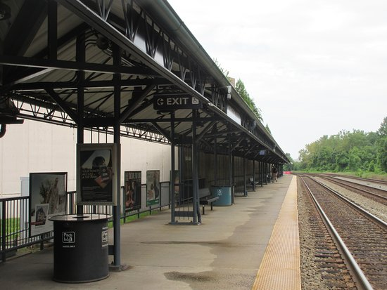 VRE Crystal City Station