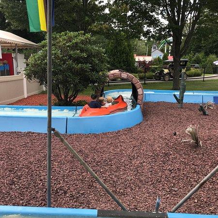 Funtown Splashtown USA: Having a great time on the kiddie rides at funtown!