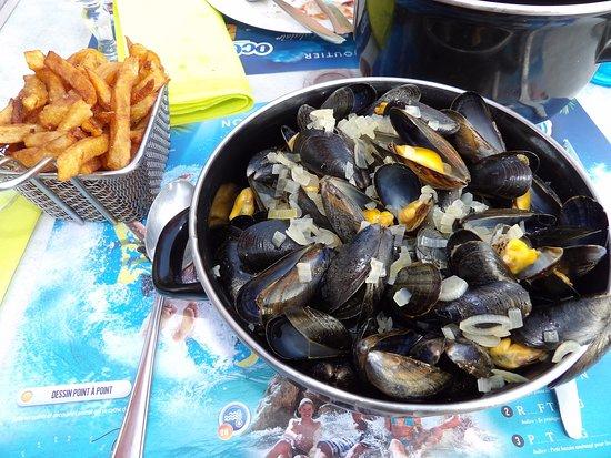 Saint-Laurent-sur-Sevre, Frankrike: Moules marinières frites