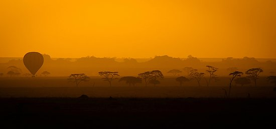 Bush 2 Beach Safaris: 06.15 in the morning and you take to the skies...Serengeti Balloon flights