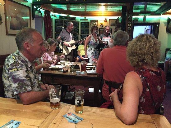 Kingsand, UK: Music night at the Rising Sun