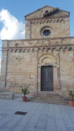 Cattedrale di Santa Maria di Monserrato: facciata della Basiica