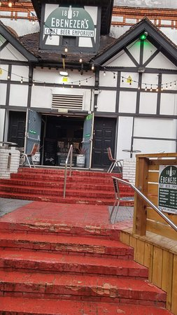 Nantwich, UK: Entrance up the steps