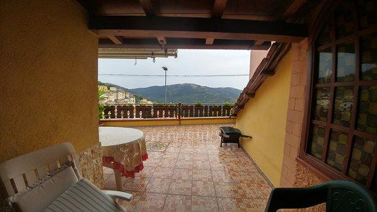 Seui, Italy: La bella terrazza, nella quale si può anche far colazione o cenare
