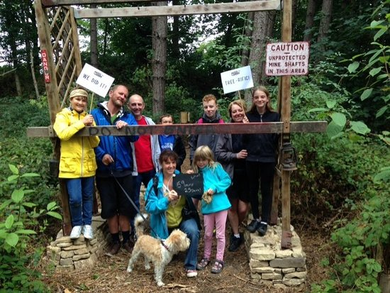 Cawthorne, UK: Families unite!  Awesome teamwork by the kids!