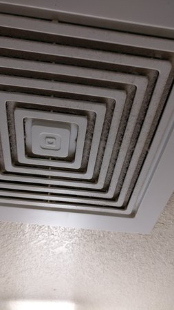 Quality Inn - Flagstaff / East Lucky Lane: vent hasn't been cleaned in years