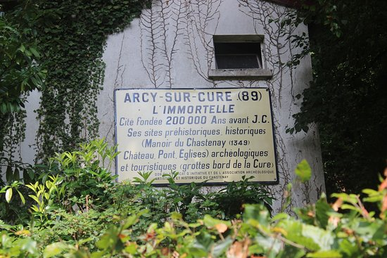 Arcy-sur-Cure, France: Cartello all'ingresso