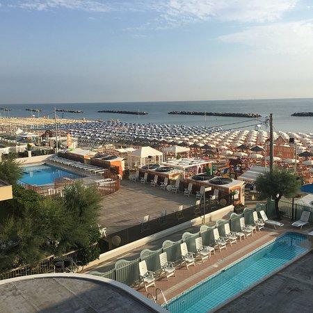 Отличный отель по соотношению цена/качество для пляжного отдыха с детьми.