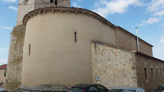 Caleruega, Spain: algo que me parece fatal es permitir aparcar junto a los monumentos