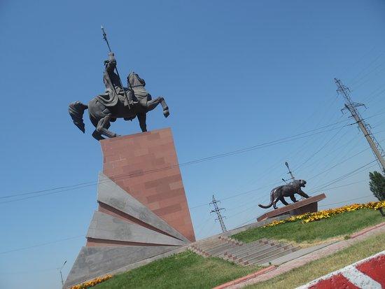 Osh, Kirgisistan: manas statue
