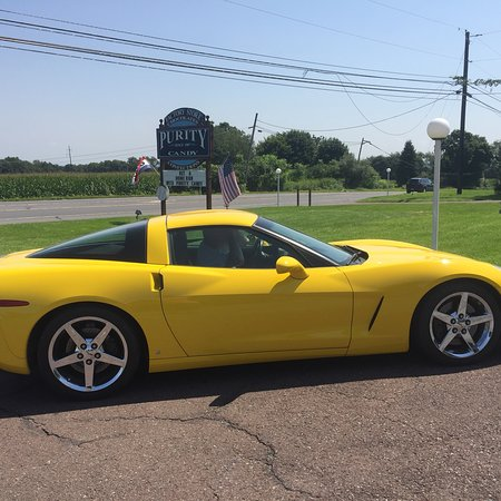 Allenwood, Пенсильвания: This Corvette loves to stop here for some homemade chocolates!