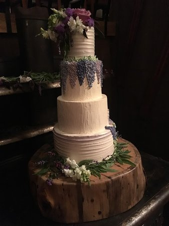 Whitney's Inn: Autumn Nomad Cakes