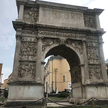 Arco di Traiano (114 d. C.): photo2.jpg