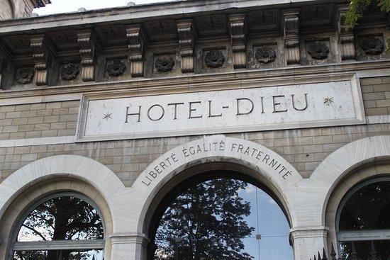 Hospitel-Hôtel Dieu Paris : entrance