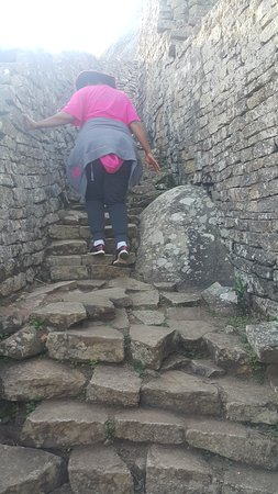 Great Zimbabwe: Going up the Old path to the Hill Complex