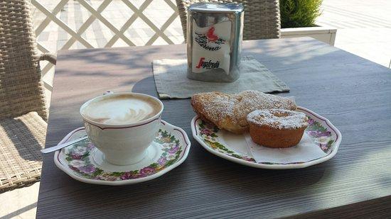 Caffe' Sirena: Budino di riso e sfoglia ripiena di mela!