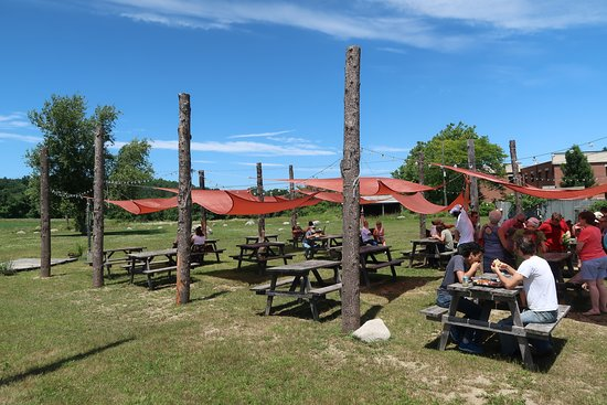 Captain Jack's Roadside Shack: Outdoor seating with generous sun shades