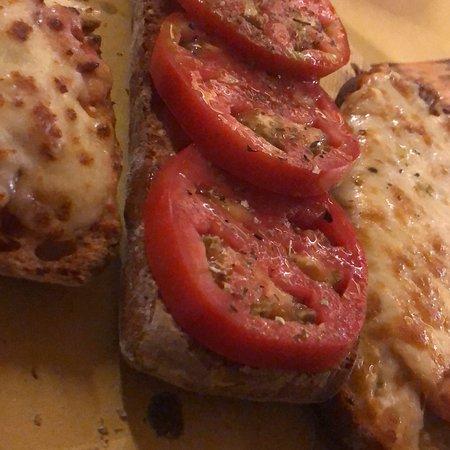 Da Gino Pane Vino e Arrosticino: Antipasti con bruschetta, primi piatti e dolce