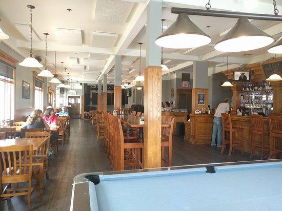 The Flying Steamshovel Gastropub & Inn: inside the pub