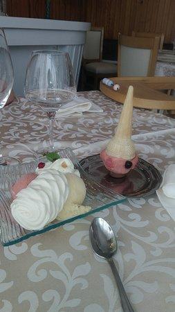 Restaurant Des Lacs: Les glaces fabriquées maison y compris le bonhomme pour mon fils!