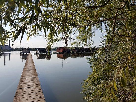 Bokodi úszó falu